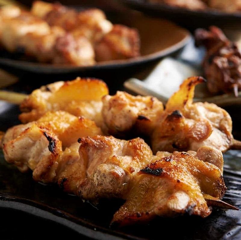 焼き鳥をはじめ人気の鶏料理が食べ放題で楽しめる小岩の居酒屋「とりいちず」